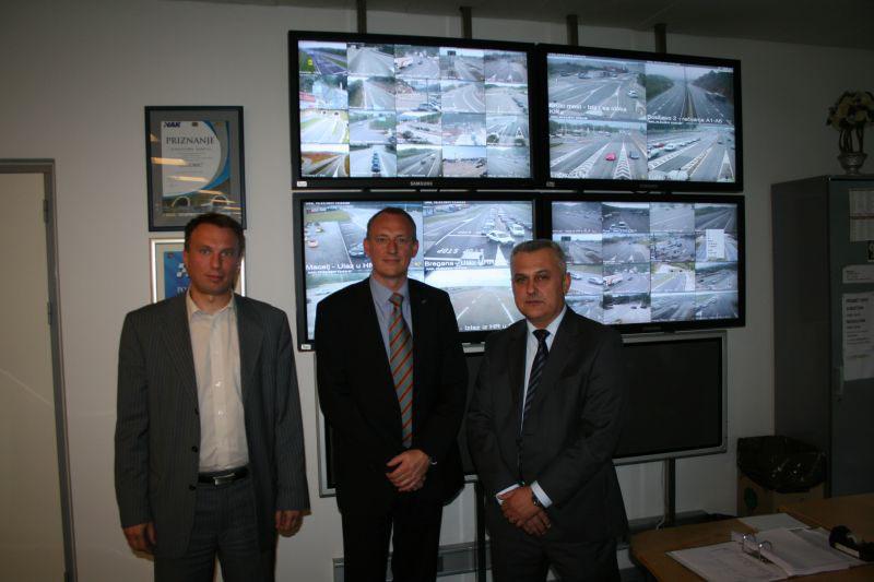 Gost iz FIA-e u Kontakt centaru HAK-a s Mariom Jurašićem, rukovoditelj tehničkog sektora HAK-a, i predsjednikom HAK-a Ivom Bikićem