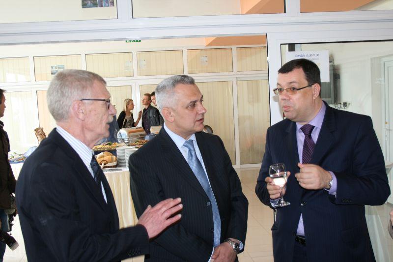 Glavni tajnik HAK-a Zvonko Šmuk, predsjednik HAK-a Ivo Bikić i ministar turizma RH Damir Bajs na otvorenju Omladinskog hostela u Zadru