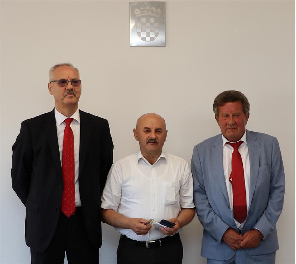 Predsjednik HAK-a Slavko Tušek s gradonačelnikom Gospića Karlom Starčevićem i glavnim tajnikom HAK-a Željkom Mijatovićem