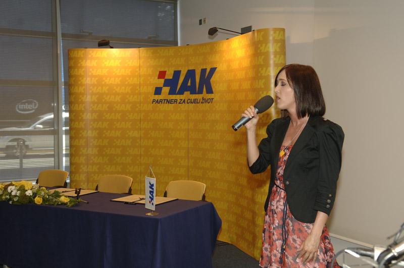 Ivana Kindl izvodi himnu Republike Hrvatske
