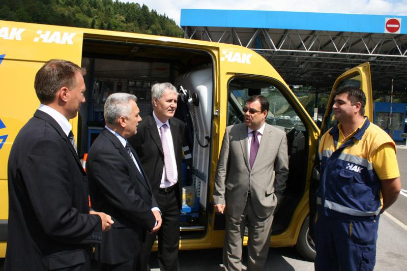 Predsjednik Bikić upoznao je ministra Damira Bajsa s mogućnostima novog multifunkcionalnog vozila za pomoć na cesti